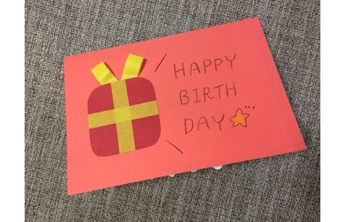 誕生日ケーキが飛び出すポップアップバースデーカード【カードの表紙のデコレーション】