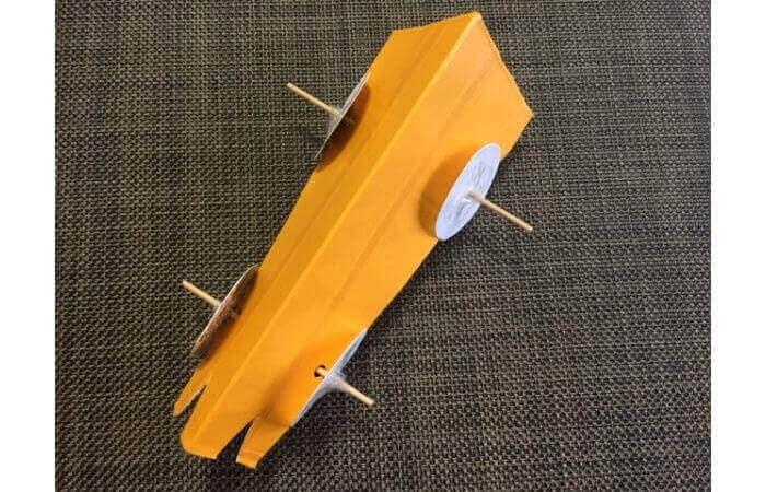 牛乳パック工作:輪ゴムで走る車の作り方11