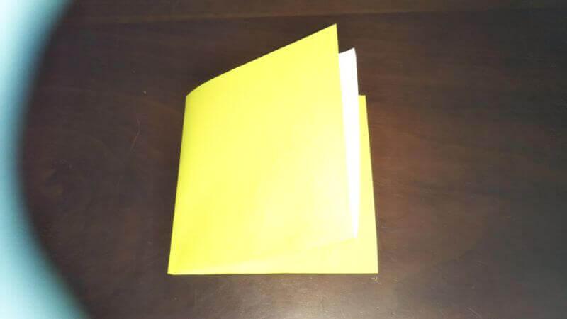 折り紙「三角ヨット」の折り方1