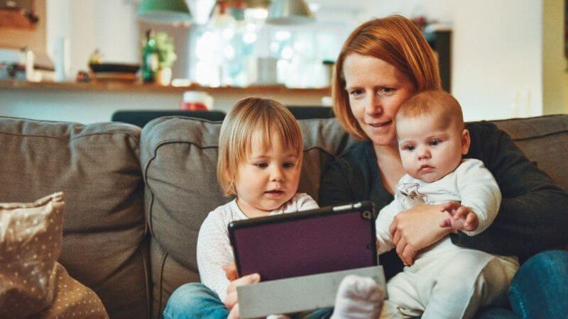 【共働き世帯の子育て】育児と家事をこなすママ