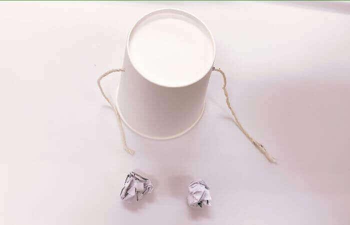 紙コップおもちゃ「デンデン太鼓」の作り方3