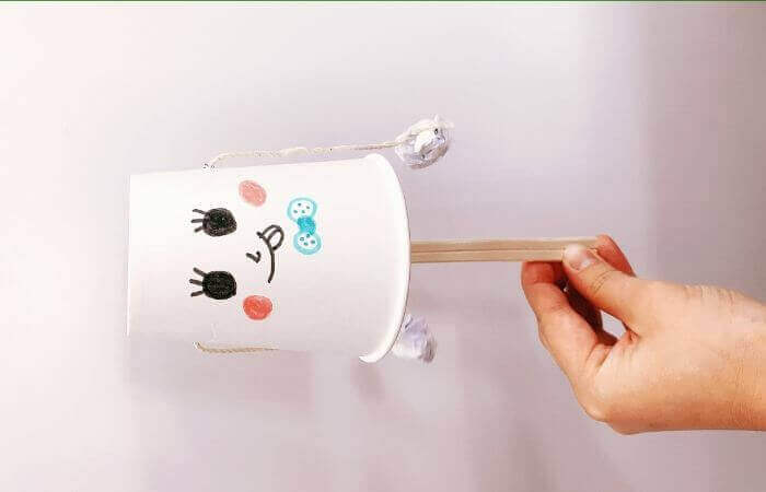 紙コップおもちゃ「デンデン太鼓」の作り方7