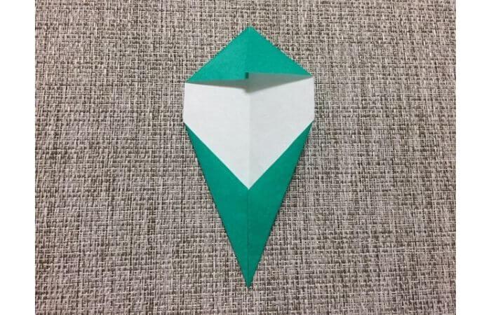 折り紙チューリップの葉っぱの折り方3
