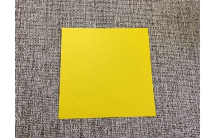 折り紙1枚で作る「立体ダリア」の折り方1