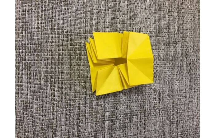 折り紙1枚で作る「立体ダリア」の折り方17
