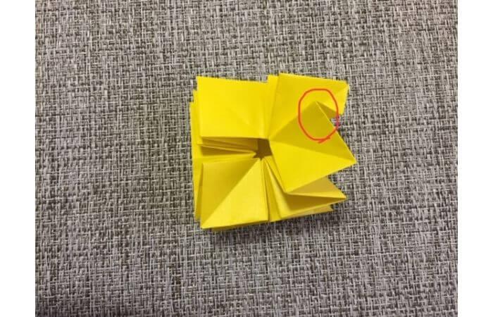 折り紙1枚で作る「立体ダリア」の折り方18