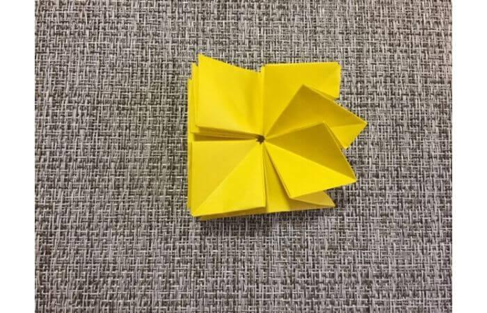 折り紙1枚で作る「立体ダリア」の折り方19-1