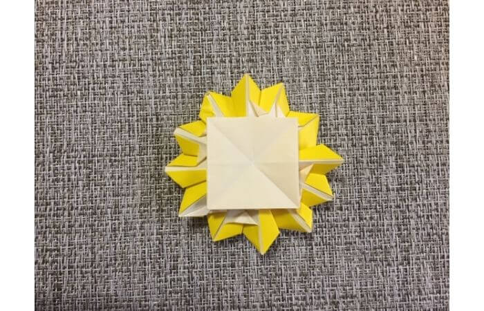 折り紙1枚で作る「立体ダリア」の折り方20