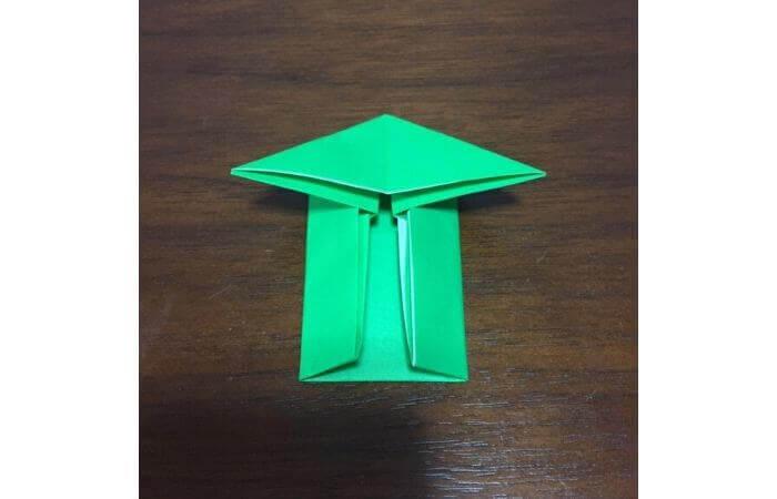 ピョンピョン跳ぶ立体的なカエルの折り方10