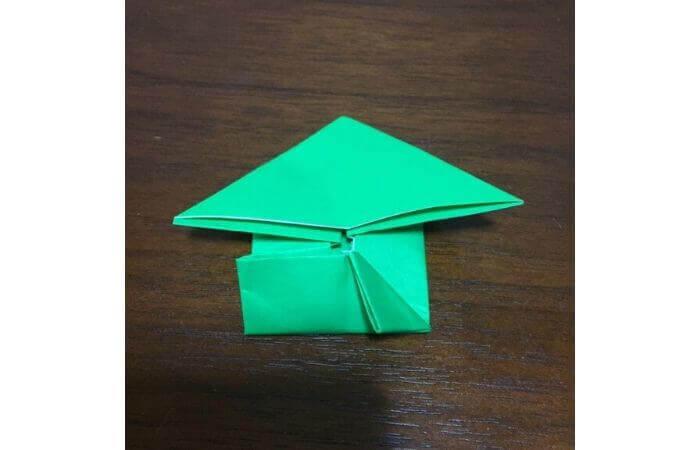 ピョンピョン跳ぶ立体的なカエルの折り方12