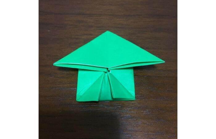 ピョンピョン跳ぶ立体的なカエルの折り方13