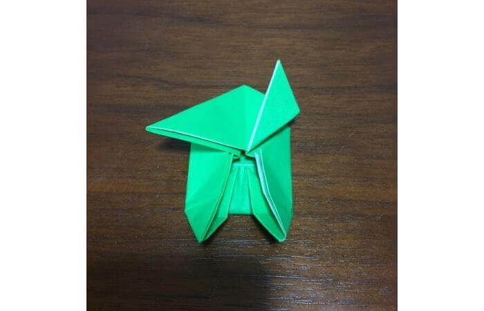 ピョンピョン跳ぶ立体的なカエルの折り方15