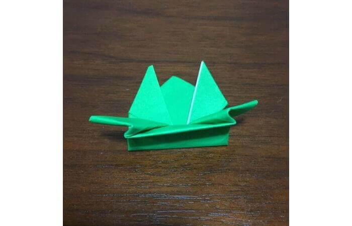 ピョンピョン跳ぶ立体的なカエルの折り方17