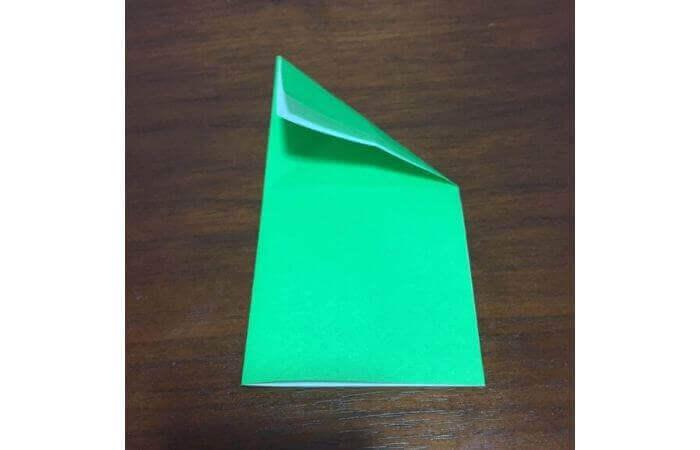 ピョンピョン跳ぶ立体的なカエルの折り方6