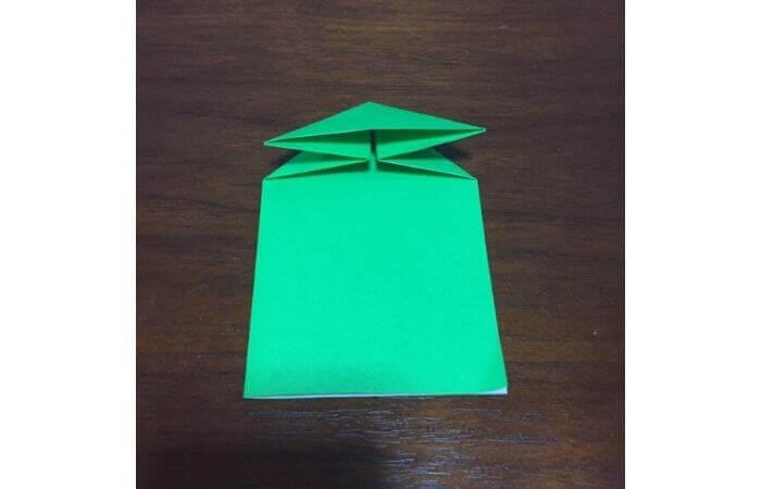 ピョンピョン跳ぶ立体的なカエルの折り方7