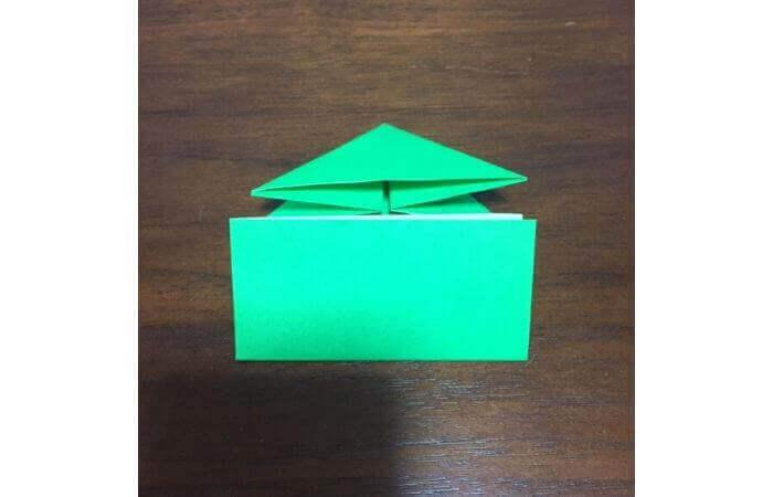 ピョンピョン跳ぶ立体的なカエルの折り方8