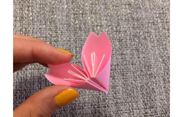 簡単折り紙「桜の花びら」の折り方17
