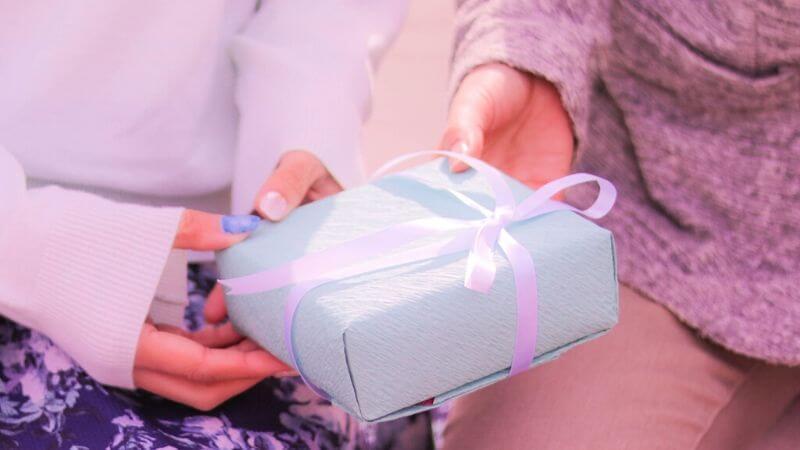 プロポーズ時の婚約指輪とその相場