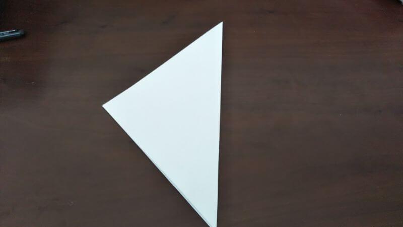 簡単折り紙「かわいいお化け」の折り方1